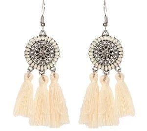 Jewelry - GORGEOUS DAINTY TASSEL EARRINGS NEW